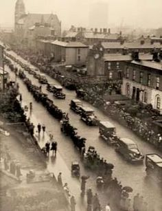 Funeral of the German bombing victims in the North Strand Dublin, May 1941 Ireland Pictures, Images Of Ireland, Old Pictures, Old Photos, Ireland 1916, Dublin Ireland, Local History, Modern History, Dublin Street
