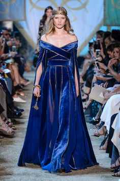 From the Fall 2017 Haute Couture Shows Most likely to be found at a Renaissance fair: Elie Saab. Photo: ImaxtreeMost likely to be found at a Renaissance fair: Elie Saab. Elie Saab Couture, Haute Couture Paris, Style Haute Couture, Runway Fashion, High Fashion, Fashion Show, Fashion Design, Fall Fashion, Steampunk Fashion