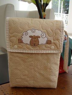porta fraldas, maternidade, enxoval de bebê, ursinha , ursinho, ovelha, fraldas, lencinho umedecido