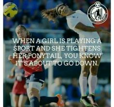 Bir kız bir spor yaparken ve at kuyrukluğunu sıktığında, aşağıya inmek üzere olduğunu bilirsiniz so true