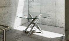 Tavolo in legno o vetro Shangai Small Tavolo con base in alluminio composta da gambe inclinate e sovrapposte tra loro in maniera asimmetrica, con snodo centrale.