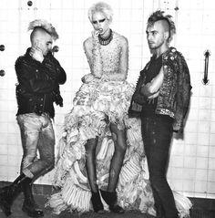 punk fashion Bowie-esque Babes - The Mario Sorrenti Think Punk Spread with Freja Beha Erichsen (GALLERY) Subcultura Punk, Punk Mode, 70s Punk, Punk Chic, Vivienne Westwood, Punk Subculture, Freja Beha Erichsen, Mario Sorrenti, Riot Grrrl