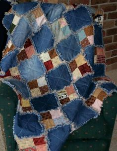 Raggy scrap quilt Denim and print fabric scrap quilt. A great way to upcycle some of the stuff I've got from Goodwill!Denim and print fabric scrap quilt. A great way to upcycle some of the stuff I've got from Goodwill! Scrap Quilt, Colchas Quilt, Patchwork Quilting, Quilting Projects, Quilting Designs, Sewing Projects, Quilting Ideas, Blue Jean Quilts, Denim Quilts