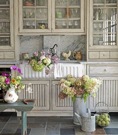 Farmhouse Style, love the cabinets