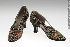 Evening Shoes 1925 The McCord Museum 1920 Shoes, Old Shoes, Vintage Style Shoes, Vintage Outfits, Vintage Fashion, Vintage Dresses, Couture Accessories, Vintage Accessories, Evening Shoes