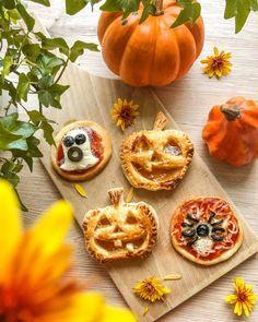 #halloweenpumpkin #halloween #halloween2020 #trickortreat #pumpkindecor #pumpkindecorating #autumn Cinque Terre, Pumpkin Decorating, Halloween 2020, Bologna, Halloween Pumpkins, Pisa, Trick Or Treat, Cookies, Desserts