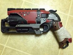 Custom painted nerf hammershot steampunk destiny by CosplayGamers Steampunk Weapons, Sci Fi Weapons, Concept Weapons, Nerf Mod, Mad Max, Fallout, Destiny Cosplay, Cool Nerf Guns, Cosplay Weapons
