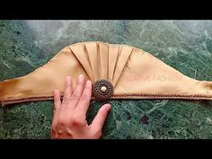 Beautiful Traditional look Sleeve cutting. Kurti Sleeves Design, Sleeves Designs For Dresses, Neck Designs For Suits, Blouse Back Neck Designs, Fancy Blouse Designs, Kurti Neck Designs, Sleeve Designs, Sewing Sleeves, Stylish Blouse Design