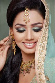 Beste Hochzeit Make-up Asian Pakistanische Braut 53 Ideen Asian Bridal Hair, Pakistani Bridal Makeup, Asian Bridal Makeup, Bridal Hair And Makeup, Bridal Beauty, Indian Bridal, Pakistani Couture, Winter Wedding Makeup, Indian Wedding Makeup