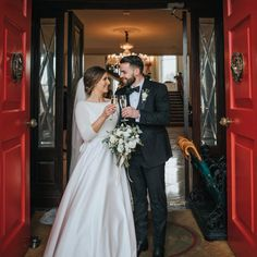 Such a lovely couple to start the New Year, Emma and Philip. Congratulations to you both. Pic: @juliecumminsphotography