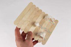 Puzzle photo avec bâtonnets en bois - Activités enfantines - 10 Doigts Puzzle Photo, Puzzles, Triangle, Creative, Bracelets, Family Games, Do It Yourself Crafts, Bricolage Noel, Father's Day
