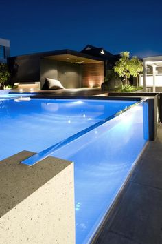 OFTB Melbourne landscaping, pool design & construction project – pool inc. window, spa, raised pool lounge inc. Pool Bad, Raised Pools, Moderne Pools, Pool Landscape Design, Pool Lounge, Luxury Pools, Swimming Pool Designs, Amazing Swimming Pools, Awesome Pools