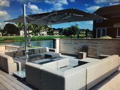Schöne Gartenmöbel benötigen auch eine entsprechend abgestimmte Beschattung. Unsere stylischen Tuuci Sonnenschirme mit Beleuchtung und einer großzügigen Rechteck-Form mit antrazithfarbigen Segel sind die perfekten Begleiter.