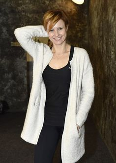Jitka Schneiderová před finále StarDance: Vyhrát by chtěla kvůli tanečníkovi Beautiful Women, Vest, Woman, Celebrities, Sweaters, Jackets, Fashion, Down Jackets, Moda