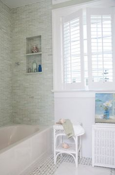 Tub Shower Combo Home Design Ideas, Pictures, Remodel and Decor Beach Theme Bathroom, Bathroom Wall Decor, Bathroom Styling, Small Bathroom, Bathroom Ideas, Budget Bathroom, Neutral Bathroom, Beach Bathrooms, Remodel Bathroom