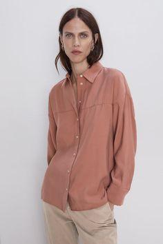 Chemises et blouses femme | Soldes en ligne | ZARA France Evening Blouses, Quoi Porter, Oversized Shirt, Striped Linen, Shirt Blouses, Women's Shirts, Blouses For Women, Colorful Shirts, Outfits