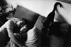 Babalar Günü İçin Önemli Şairlerimizden 12 Baba Şiiri Magnum Photos, Cat Lady, Street Photography, Romance, Couple Photos, American, Sleep, Facebook, Animal