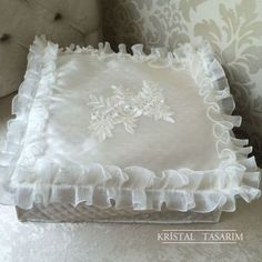 gelin hurcu Shabby Chic Pillows, Moda Emo, Diy And Crafts, Embroidery, Floral, Home Decor, Fashion, Hairstyle Man, Tutorials