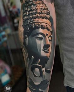 Buddha tattoo is a form of Buddhist art influenced by Buddhism. Similar to other religious tattoos, it's popular for those who have faith in Buddhism. Black Ink Tattoos, Arm Tattoos, Black And Grey Tattoos, Sleeve Tattoos, Tatoos, Buda Tattoo, Buddha Tattoo Design, Tattoo Henna, Lotus Tattoo