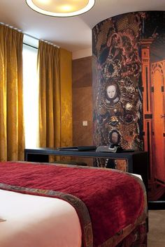 Located in the 7th arrondissement, the Hôtel le Bellechasse is a few blocks from the River Seine.