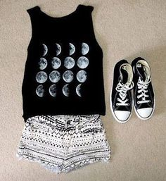 Cute black and white outfit idea.