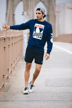 df082959c374 Sweatshirt paired with shorts for a early morning run. - Total Street Style  Looks And Fashion Outfit Ideas