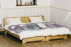 センベラ-モンテベッドフレーム | 家具ROOMヨシダ / 山梨県甲府市 銘木イエローバーチ無垢材、世界3大銘木ウォールナットの無垢材からお選びいただけます。全ての部分に無垢材を使用し、日本一の家具産地大川市で生産した.純国産のベッドフレームです。シングル2台を繋げて設置すると、左右の木目がつながるよう設計しています。ぷヘッドボードの上面には物を置けるスペースがあります。