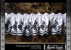 Lace BerryLace 1.3M†豪華な薔薇綿レース 白生地×黒 フリル ハンドメイド インテリア 雑貨 Handmade ¥260yen 〆05月25日