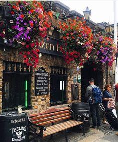 The Brazen Head in Dublin Love Ireland, Images Of Ireland, Galway Ireland, Ireland Travel, Ireland Holiday, Old Pub, County Clare, Irish Eyes, Facades