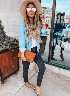 simple fall outfits Hollie Woodward is major style inspiration! Feminine, comfy, casual and always spot on trends. Her look is so wearable and super-cute! Simple Fall Outfits, Spring Outfits Women, Casual Outfits, Summer Outfits, Cute Outfits, Fashion Outfits, Spring Dresses, Style Fashion, Formal Outfits