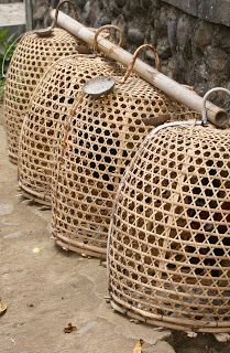 probably not going to end well for the chickens Bali.for chickens Rattan Lampe, Diy Suspension, Chicken Cages, Rustic Chair, Balinese, Basket Weaving, Decoration, Wicker, Rooster