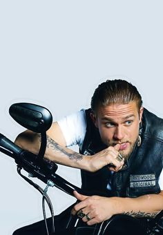 "Charlie Hunnam in character as ""Jackson Nathaniel 'Jax' Teller"", from Sons of Anarchy, Love love love him and this show! Jax Teller, Sons Of Anarchy Samcro, Charlie Hunnam Soa, Hommes Sexy, Raining Men, Jamie Fraser, My Guy, Man Crush, Jamie Dornan"