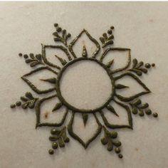 Henna Hand Designs, Henna Patterns Hand, Small Henna Designs, Mehndi Designs Finger, Henna Tattoo Designs Simple, Beginner Henna Designs, Beautiful Henna Designs, Mehndi Designs For Fingers, Mehndi Art Designs