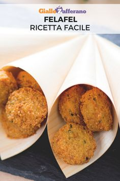 Felafel (Falafel) - The felafel are golden chickpea balls flavored with onion, garlic, cumin and parsley: a typical dis - Italian Recipes, Vegan Recipes, Cooking Recipes, Wholemeal Flour Recipes, Food Humor, Going Vegan, Healthy Cooking, Soul Food, Food Hacks