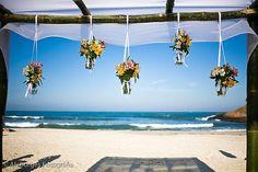 Nosso Altar 4, com flores penduradas...