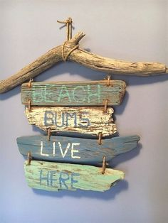 Driftwood Indication Beach front Bums Live Here // Driftwood Seashore Interior decoration // Driftwood Fine art // Nautical Interior decoration // Coastal Decor CoastalDecorLamps Driftwood Signs, Driftwood Projects, Driftwood Beach, Driftwood Art, Driftwood Ideas, Beach House Tour, Seashell Crafts, Beach Crafts, Coastal Wall Art