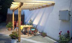 En esta tarea de bricolaje, vamos a realizar una práctica y estética estructura para pérgola, para colocar tanto en terrazas como en jardines.