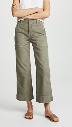Looking for AMO Army Wide Leg Pants ? Check out our picks for the AMO Army Wide Leg Pants from the popular stores - all in one. Heels Outfits, Jean Outfits, Casual Outfits, Casual Clothes, Trouser Jeans, Wide Leg Trousers, Cropped Pants, Army Look, 60 Year Old Woman