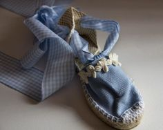 Alpargata plana atada azul cielo vichy. Precio de venta: 20,00 € Moccasins, Creations, Espadrilles, Pies, Ideas Para, Baby Shoes, Beanies, Loafers & Slip Ons, Running Shoes Nike