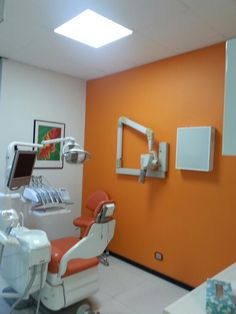 Dental office Dentisti CDS Sala operativa Arancione; )