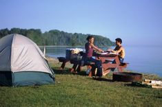 World Camping. Tips, Tricks, And Techniques For The Best Camping Experience. Camping is a great way to bond with family and friends. Camping Hacks, Camping Uk, Family Camping, Outdoor Camping, Camping Outdoors, Lakeside Camping, Camping Holidays, Camping Grill, Camping Lights