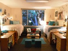Small couch + coffee table + rug = makeshift living area in a dorm // Pin for your Baylor dorm!