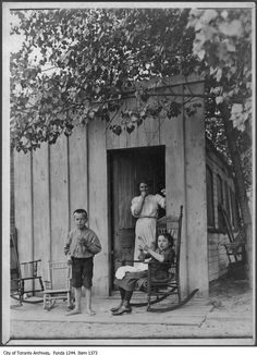 1907 - Cabin of Clark Bros. boat used as dwelling, Centre Island. (**This proves my point about being more relaxed by/near the water. In this case, Lake Ontario**) Toronto Island, Toronto City, Old Pictures, Old Photos, Centre Island, Toronto Ontario Canada, Murdoch Mysteries, Vintage Photographs, Landscape Photos