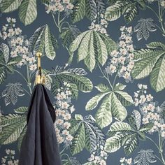 Boråstapeter Chestnut Blossom Living Room Inspiration, Cozy House, Home Deco, Interior And Exterior, Beautiful Homes, Tapestry, Hand Painted, Wallpaper, Design
