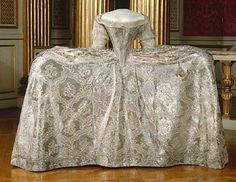 Kjol till Sofia Magdalenas bröllopsklänning, robe de cour, buren vid bröllopet i Slottskyrkan den 4 november 1766