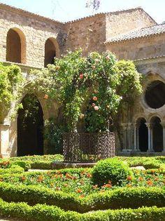 Abbaye de Fontfroide garden, Narbonne, France