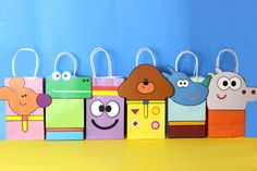 Decorate your Hey Duggee Party with these cute faces for your favor bags. You may print as many as you need. Use them to create your own favor bags or centerpieces. 4th Birthday Parties, Baby Birthday, Birthday Ideas, Birthday Board, Kid Party Favors, Party Favor Bags, Childrens Party, Lana, First Birthdays