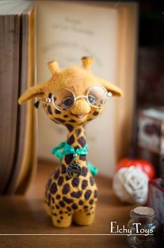 Giraffe with glasses Baby Animals Super Cute, Cute Stuffed Animals, Cute Little Animals, Cute Funny Animals, Giraffe Art, Cute Giraffe, Baby Animals Pictures, Cute Animal Pictures, Needle Felted Animals