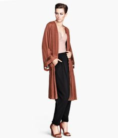 Pleated kimono in woven fabric and lace details. H&M #PARTYINHM