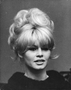 She was one of the best known seks symbols of the and She was born on 28 September Portrait of Brigitte Bardot. The photos is printed onto a high quality glossy photo paper. Blonde Boys, Blonde Hair, Bridgitte Bardot, Portrait Photo, Most Beautiful Women, Hairstyle, Updo, Long Hair Styles, Black And White